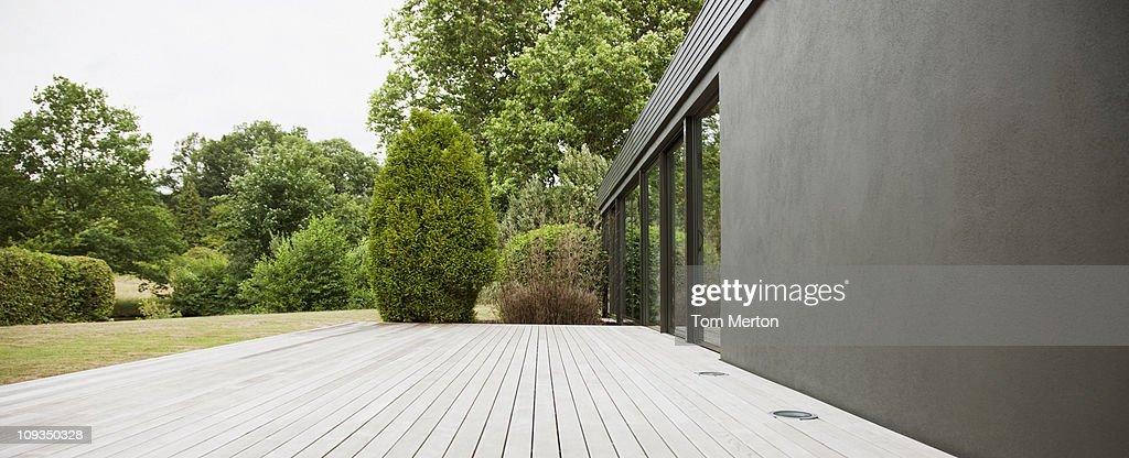 Patio and backyard of modern house : Foto stock
