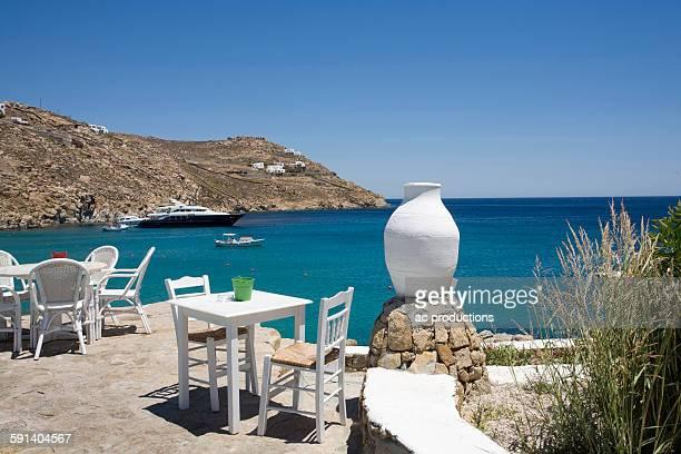 patio overlooking ships in ocean bay - ver a hora stockfoto's en -beelden