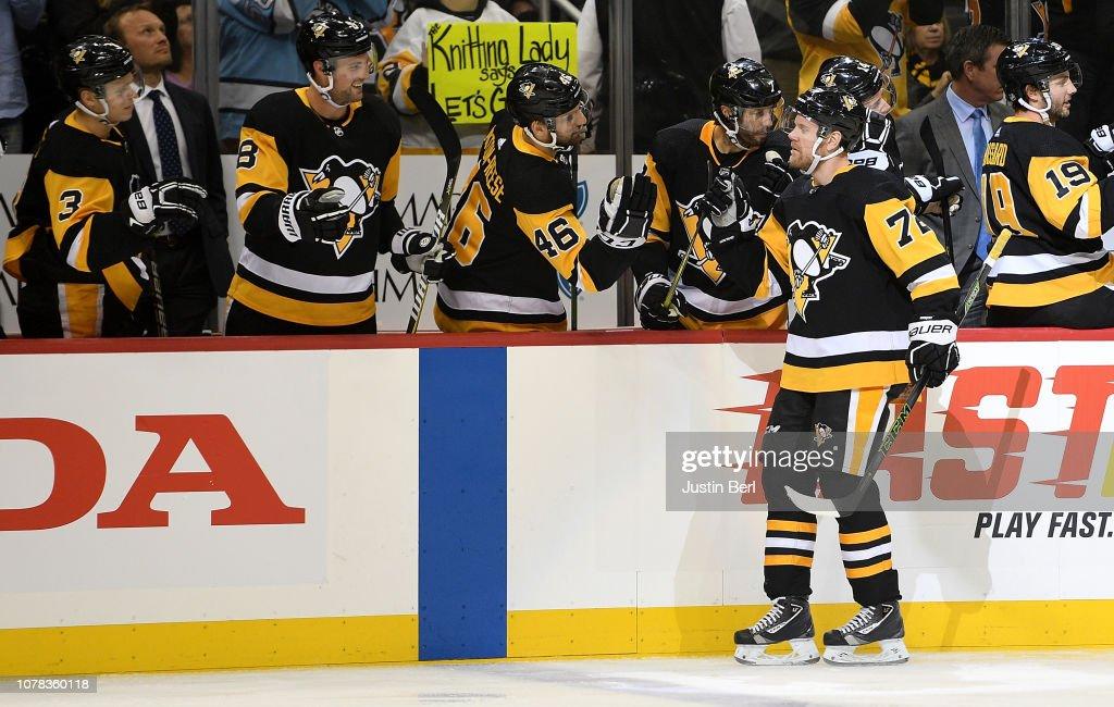Chicago Blackhawks v Pittsburgh Penguins : News Photo