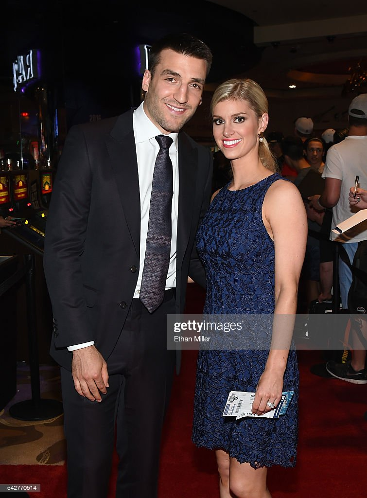2016 NHL Awards - Red Carpet : News Photo