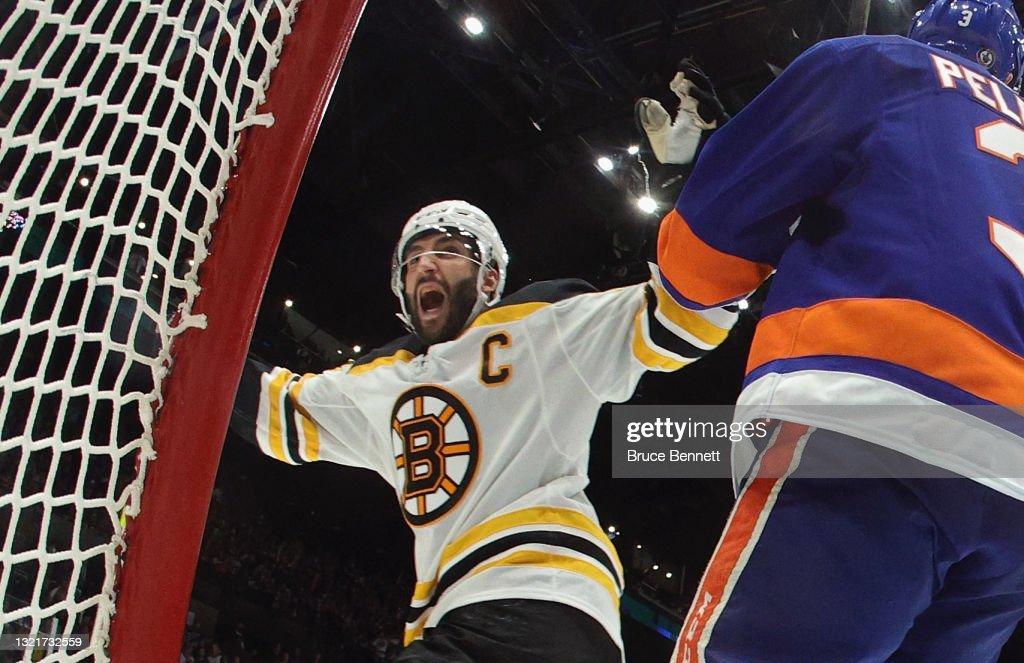 Boston Bruins v New York Islanders - Game Three : News Photo