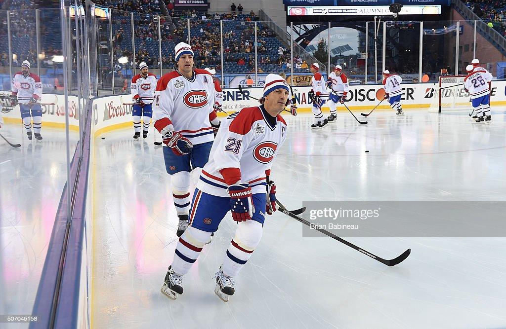 2016 Bridgestone NHL Winter Classic - Alumni Game : News Photo
