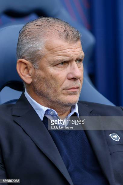 Patrice Garande Headcoach of Caen during the Ligue 1 match between SM Caen and OGC Nice at Stade Michel D'Ornano on November 19 2017 in Caen