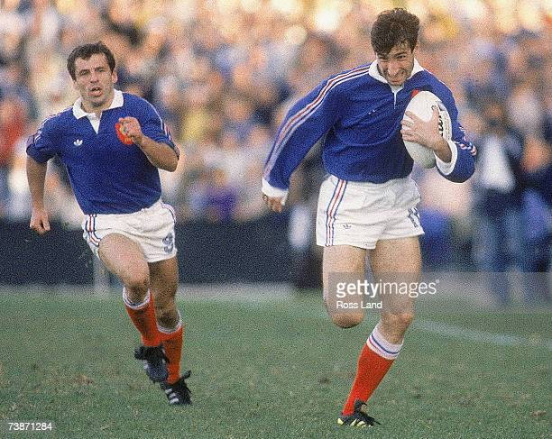 Patrice Lagisquet of France makes a break during the 1987 Rugby World Cup SemiFinal match between Australia and France at Concord Oval on June 13...