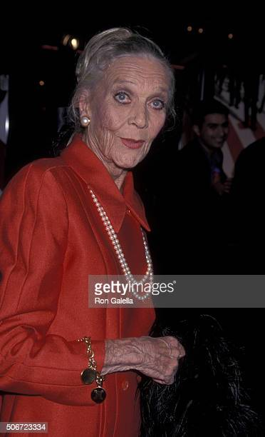 Patrice Wymore attends the world premiere of Ocean's Eleven on December 5 2001 at Mann Village Theater in Westwood California