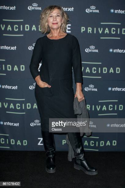 Patricia Bernal poses during the red carpet of the play 'Privacidad' at Teatro de los Insurgentes on October 12 2017 in Mexico City Mexico