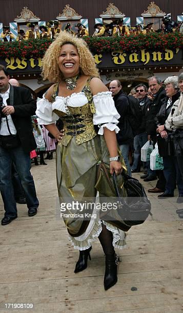 Patricia Blanco Bei Regines Damenwiesn 2004 Im Winzerer Fähndl Auf Dem Oktoberfest In München