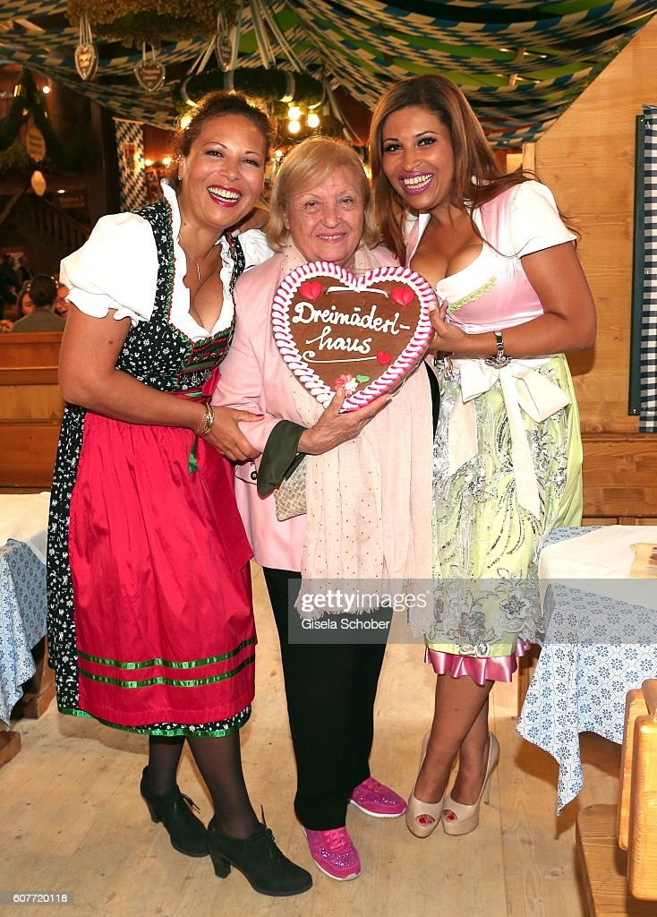 Patricia Blanco With Mother And Sister At Oktoberfest 2016