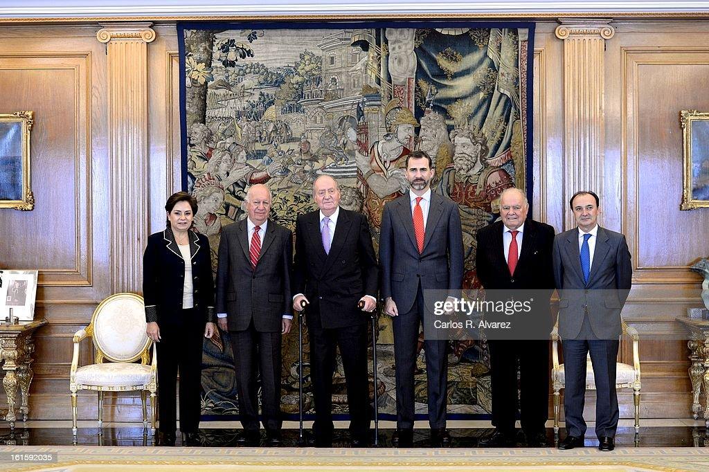 Patricia Espinosa Cantellano, former Chilean President Ricardo Lagos, King Juan Carlos of Spain, Prince Felipe of Spain, Enrique Iglesias and Jesus Manuel Gracia Aldaz pose for the photographers at Zarzuela Palace on February 12, 2013 in Madrid, Spain.