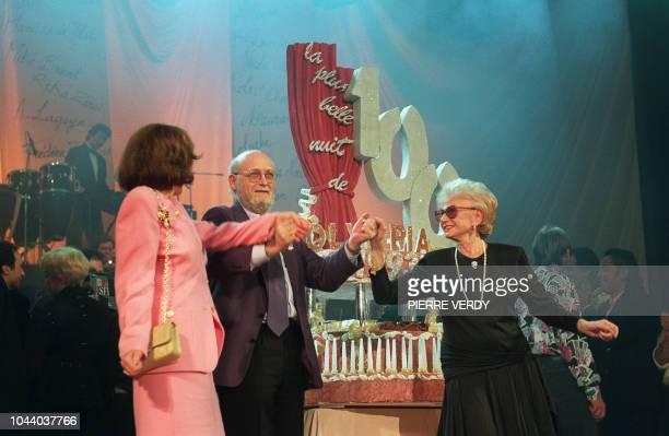 Patricia et Paulette Coquatrix la fille et la veuve de Bruno Coquatrix et JeanMichel Boris son neveu formant le triumvirat dirigeant l'Olympia la...