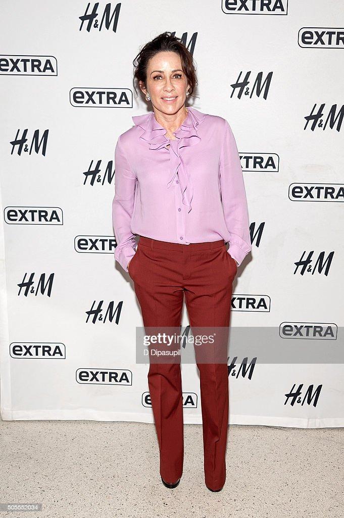 """Patricia Heaton Visits """"Extra"""" : News Photo"""