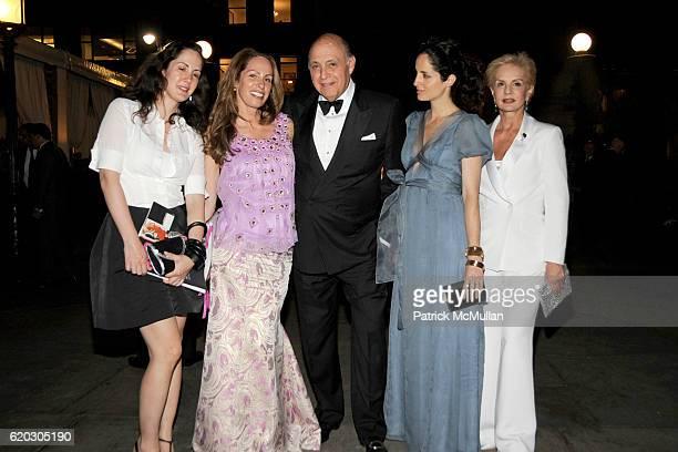 Patricia Herrera Lansing Ana Luisa Behrens Reinaldo Herrera Carolina Adriana Herrera and Carolina Herrera attend 2008 Council of Fashion Designers of...