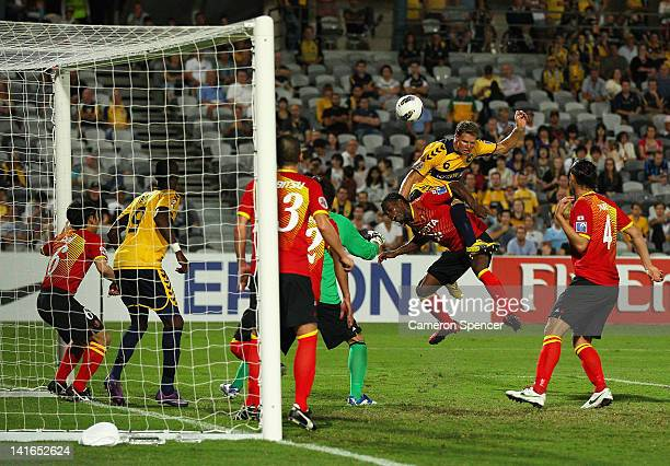 Patricius Zwaanswijk of the Mariners heads the ball over Luis Cordoba Rodriguez Danilson of Grampus during the AFC Asian Champions League match...