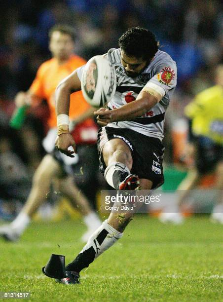 Patrick Ah Van of the Warriors kicks the winning goal during the round 12 NRL match between the Newcastle Knights and the Warriors at EnergyAustralia...