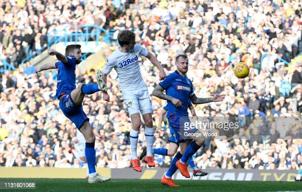 Patrick Bamford of Leeds United gets a header on goal under pressure from Mark Beevers and David Wheater of Bolton Wanderers during the Sky Bet...