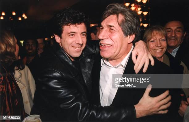 Patrick Bruel et JeanPierre Castaldi qui joue dans 'Astérix et Obelix contre César' le 2 février 1999 à Paris France