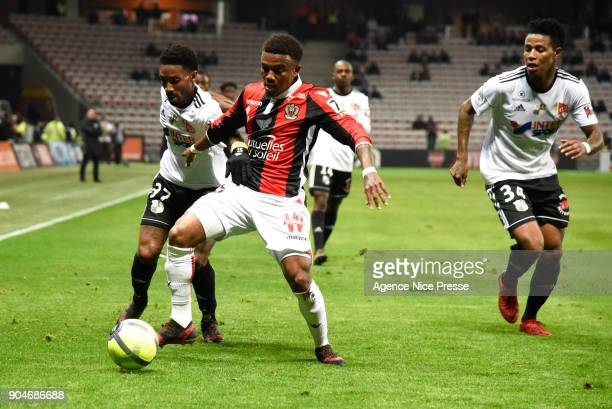 Patrick Burner of Nice and Serge Gakpe and Bongani Zungu of Amiens during the Ligue 1 match between Nice and Amiens at Allianz Riviera Stadium on...