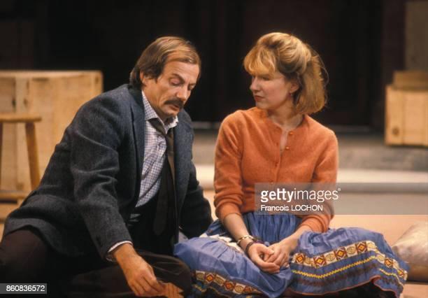 Patrick Chesnais et Nathalie Baye dans la pièce de théâtre 'Adriana Monti' le 18 septembre 1986 à Paris France