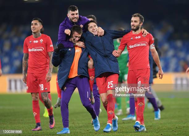 Patrick Cutrone Aleksa Terzic Federico Chiesa and German Pezzella of ACF Fiorentina celebrate the victory after the Serie A match between SSC Napoli...