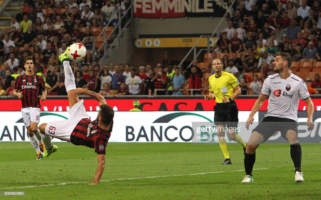 Patrick Cutrone of AC Milan attempts an overhead kick during the UEFA Europa League Qualifying Play-Offs round first leg match between AC Milan and KF Shkendija 79 at Stadio Giuseppe Meazza on August 17, 2017 in Milan, Italy.