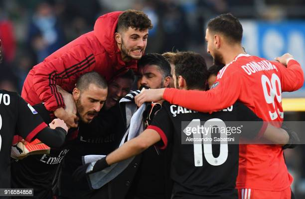 Patrick Cutrone of AC Milan ceebrates the victory with teams mate afte the serie A match between Spal and AC Milan at Stadio Paolo Mazza on February...