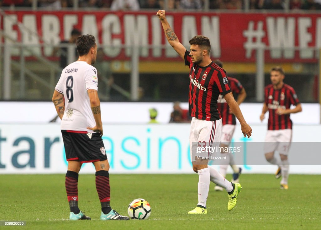 Patrick Cutrone (R) of AC Milan celebrates after scoring the opening goal during the Serie A match between AC Milan and Cagliari Calcio at Stadio Giuseppe Meazza on August 27, 2017 in Milan, Italy.