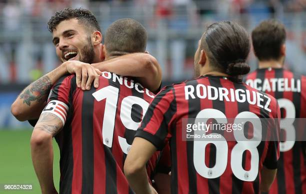 Patrick Cutrone of AC Milan celebrates his goal with his teammate Leonardo Bonucci during the serie A match between AC Milan and ACF Fiorentina at...