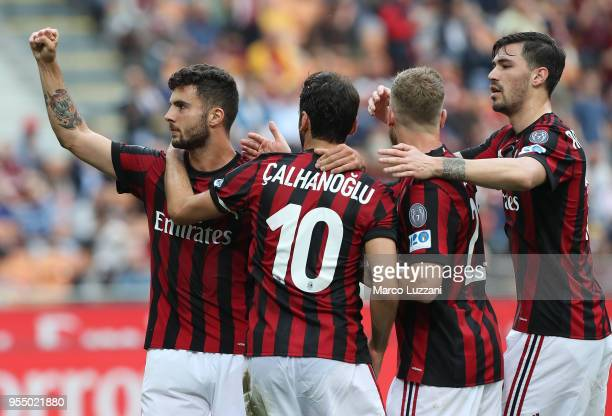 Patrick Cutrone of AC Milan celebrates his goal with his teammates during the serie A match between AC Milan and Hellas Verona FC at Stadio Giuseppe...