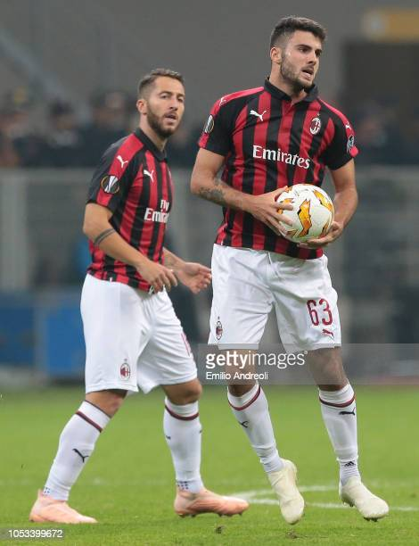 Patrick Cutrone of AC Milan celebrates his goal with teammate Andrea Bertolacci during the UEFA Europa League Group F match between AC Milan and Real...