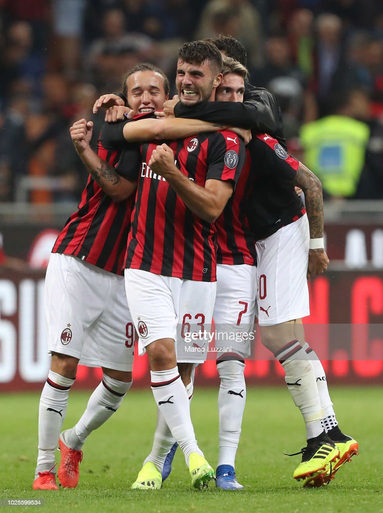 Patrick Cutrone of AC Milan celebrates victory with his teammates at the end of the serie A match between AC Milan and AS Roma at Stadio Giuseppe Meazza on August 31, 2018 in Milan, Italy.