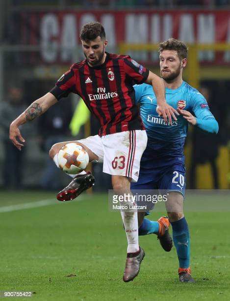 Patrick Cutrone of AC Milan competes for the ball with Shkodran Mustafi of Arsenal during UEFA Europa League Round of 16 match between AC Milan and...