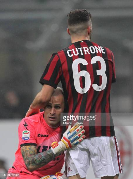 Patrick Cutrone of AC Milan embraces Alex Cordaz of FC Crotone during the serie A match between AC Milan and FC Crotone at Stadio Giuseppe Meazza on...
