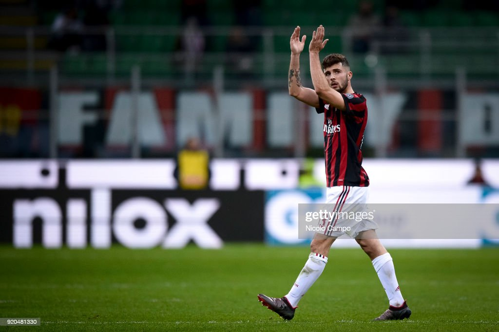 Patrick Cutrone of AC Milan greets the supporters during the... : News Photo