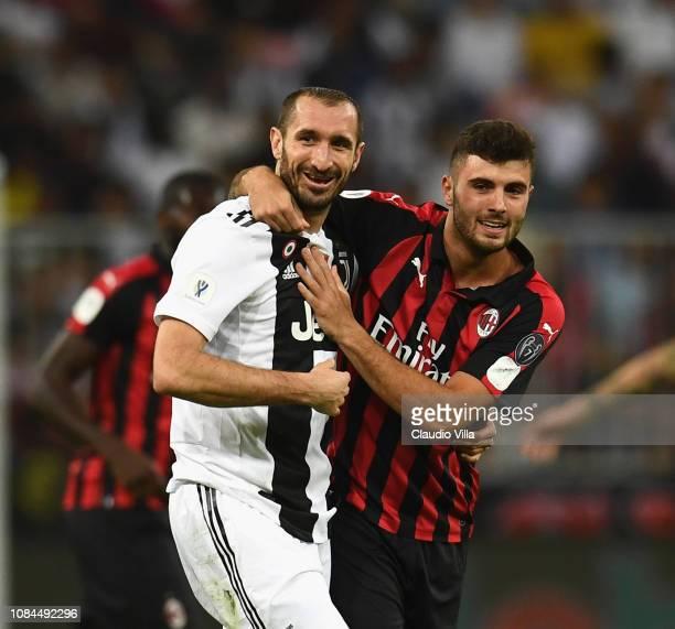 Patrick Cutrone of AC Milan hugs Giorgio Chiellini of Juventus during the Italian Supercup match between Juventus and AC Milan at King Abdullah...