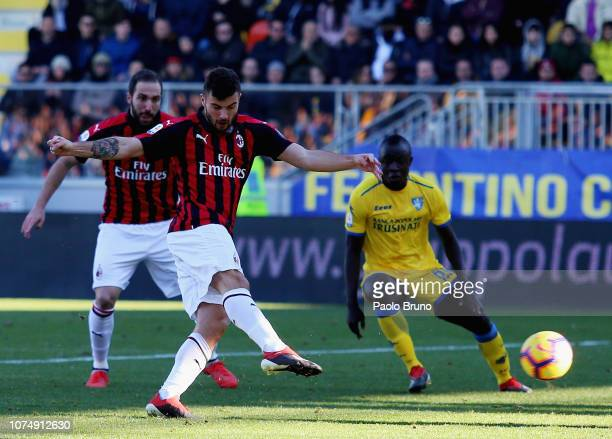 Patrick Cutrone of AC Milan in action during the Serie A match between Frosinone Calcio and AC Milan at Stadio Benito Stirpe on December 26 2018 in...