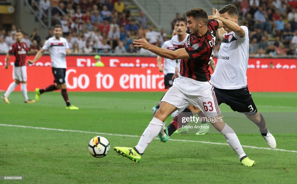 Patrick Cutrone of AC Milan scores his goal during the Serie A match between AC Milan and Cagliari Calcio at Stadio Giuseppe Meazza on August 27, 2017 in Milan, Italy.