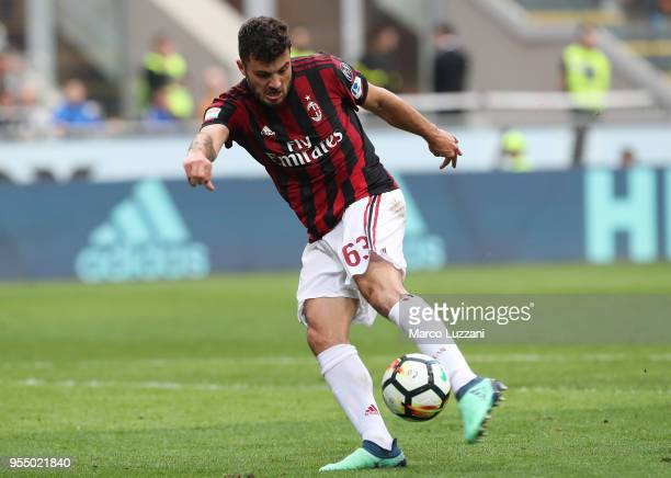 Patrick Cutrone of AC Milan scores his goal during the serie A match between AC Milan and Hellas Verona FC at Stadio Giuseppe Meazza on May 5 2018 in...