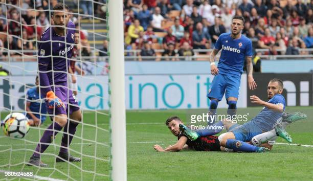 Patrick Cutrone of AC Milan scores his goal during the Serie A match between AC Milan and ACF Fiorentina at Stadio Giuseppe Meazza on May 20 2018 in...