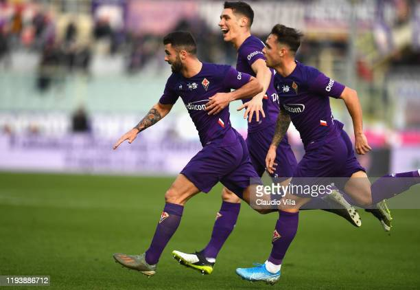 Patrick Cutrone of ACF Fiorentina celebrates after scoring the opening goal during Serie A match between ACF Fiorentina and Atalanta at Stadio...