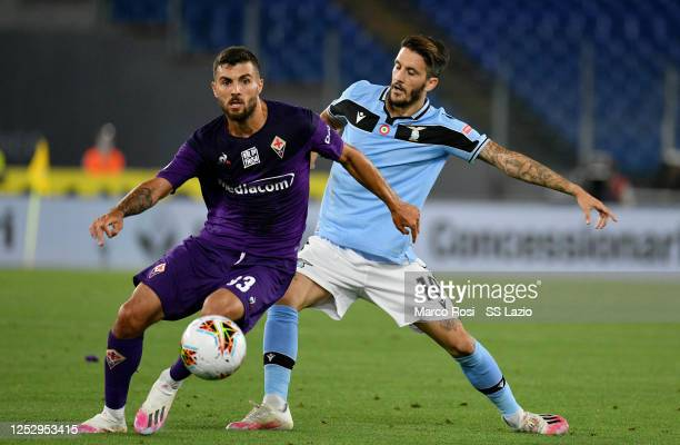Patrick Cutrone of ACF Fiorentina compete for the ball with Luis Alberto of SS Lazio during the Serie A match between SS Lazio and ACF Fiorentina at...