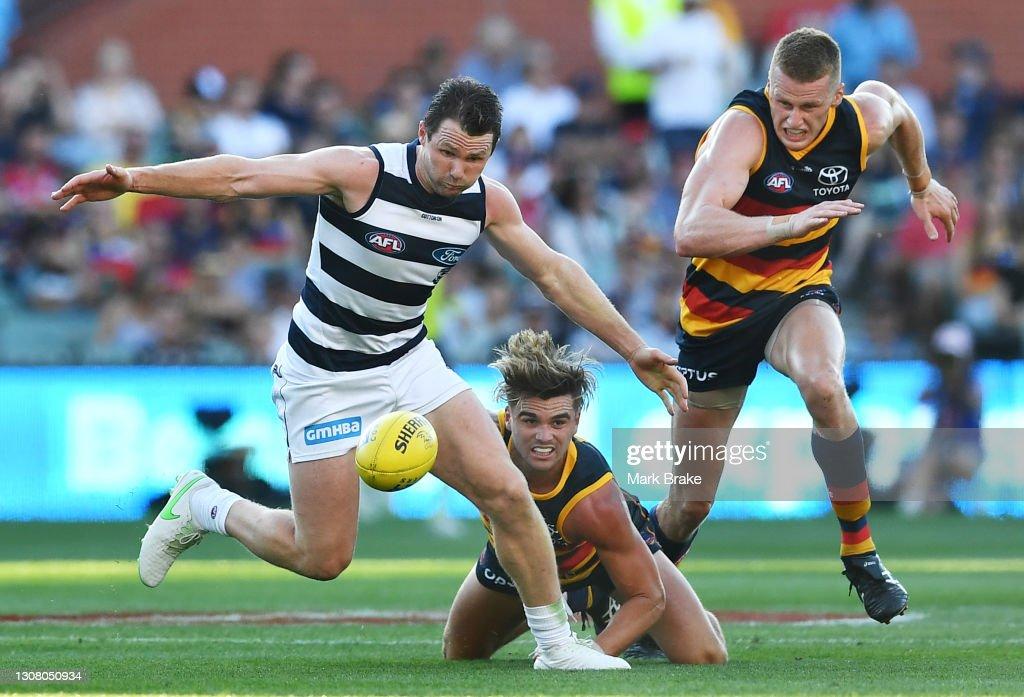 AFL Rd 1 - Adelaide v Geelong : News Photo