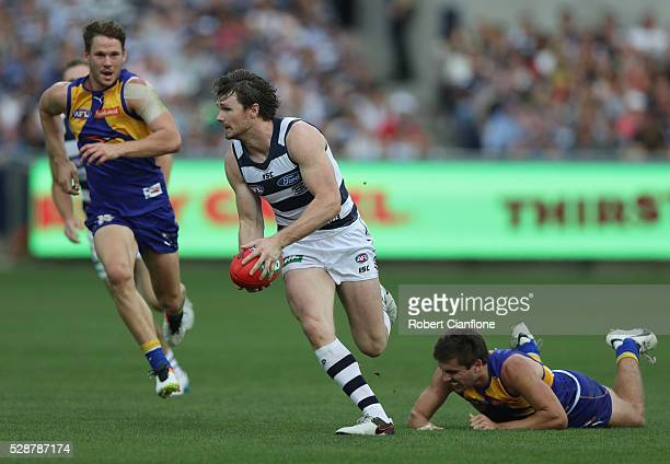 Patrick Dangerfield of the Cats runs with the ball during the round seven AFL match between the Geelong Cats and the West Coast Eagles at Simonds...