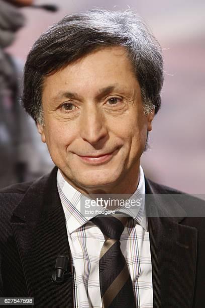 Patrick De Carolis on the set of TV show 'Au Field de la nuit'