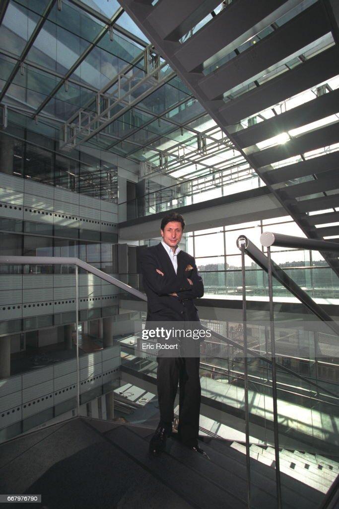 CAROLIS. Patrick de Carolis on the steps of France Television's new headquarters.