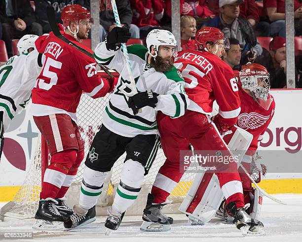 Patrick Eaves of the Dallas Stars battles in front of the net with Mike Green and Danny DeKeyser of the Detroit Red Wings during an NHL game at Joe...