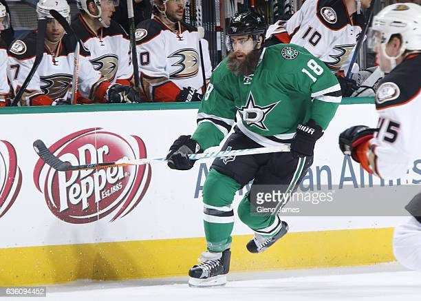 Patrick Eaves of the Dallas Stars skates against the Anaheim Ducks at the American Airlines Center on December 13 2016 in Dallas Texas