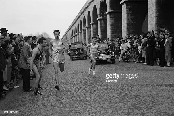 Patrick El Mabrouk and Alain Mimoun during the relay through Paris