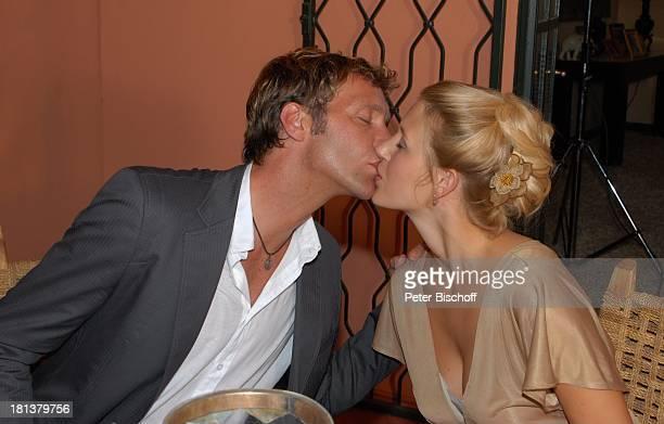 Patrick Fichte EvaMaria Grein ZDFReihe Kreuzfahrt ins Glück Folge Nr 9 Marokko Villa Bled Targui Kuss küssen Schauspielerin Schauspieler