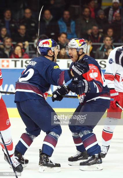 Patrick Hager of Muenchen celebrates with Yasin Ehliz of Muenchen after scoring the winning goal during the Champions Hockey League Semi Final leg...