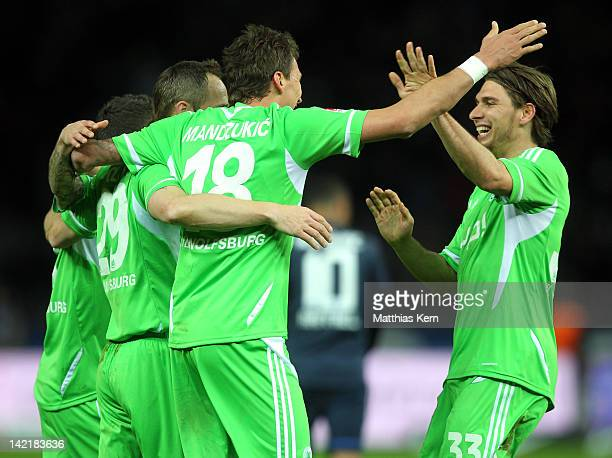 Patrick Helmes of Wolfsburg jubilates with team mates after scoring the fifth goal during the Bundesliga match between Hertha BSC Berlin and VFL...